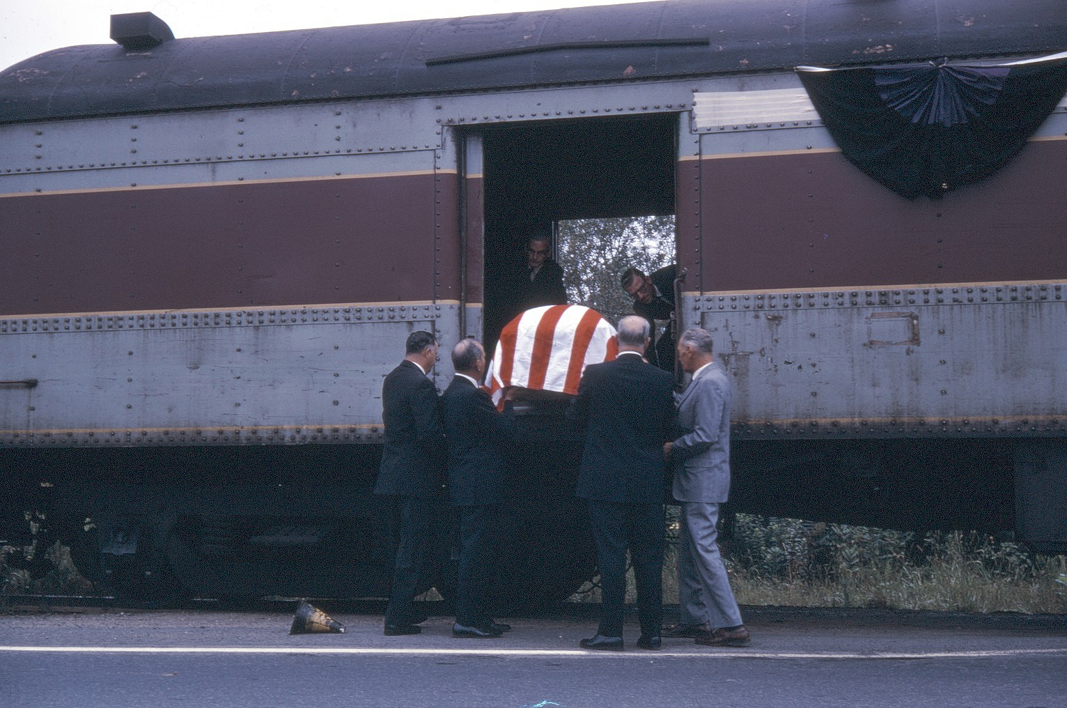 MCC Carlos H Gil funeral train 1 unloading casket Ridgedale Ave. E.Hanover July 1968 SPH Coll