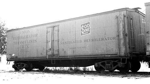 Wooden Rail Cars ~ Ventilated refrigerator car